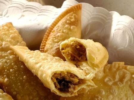 Pastel Chinês com Molho Picante
