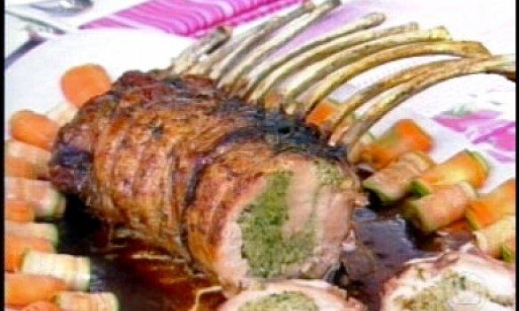 Carré de porco recheada com azeitonas verdes