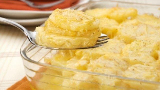 Batatas Gratinadas com Parmesão e Queijo Prato