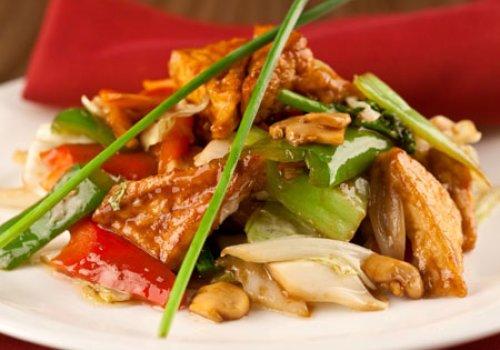 Tofu frito com carne e legumes ao Molho de Missô