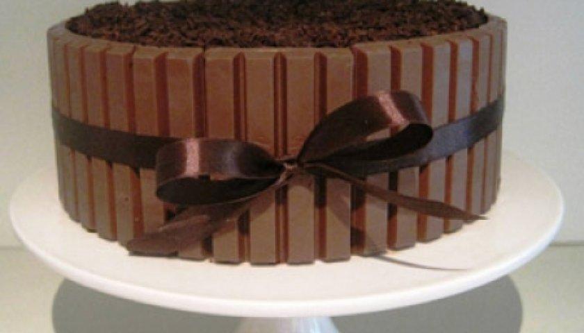 Bolo de Brownie com Chocolate Wafer