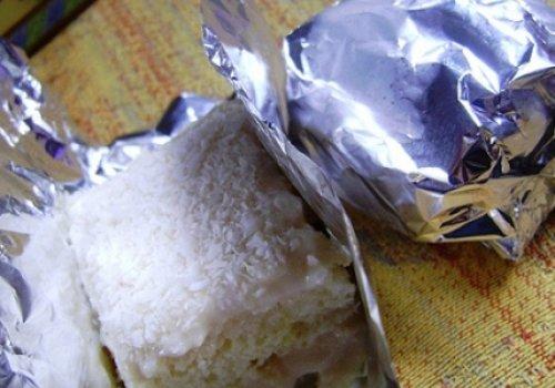 Bolo de coco embrulhado