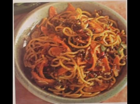 Espaguete com abóbora e lentilhas