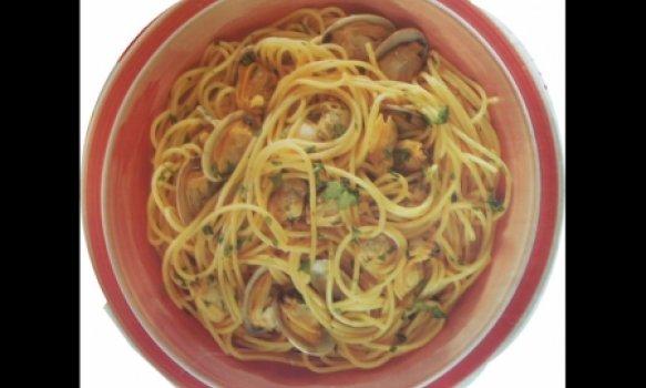 Espaguete com vongoles e curry