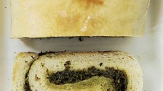 Pão recheado com manjericão
