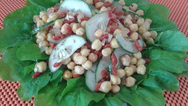 Salada de Goji Berry e Grão de Bico