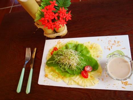 Salada Verão 2014 - Carpaccio de Abacaxi, Folhas e Molho de Coco
