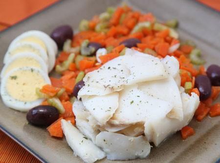 Salada de Bacalhau com Salsão e Azeitonas