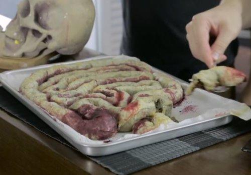 Intestino de Zumbi (Folhado de Carne Moída)