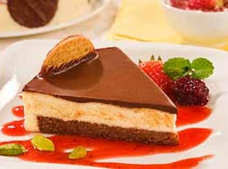 Torta Holandesa Miss Daisy Com Calda de Frutas Vermelhas