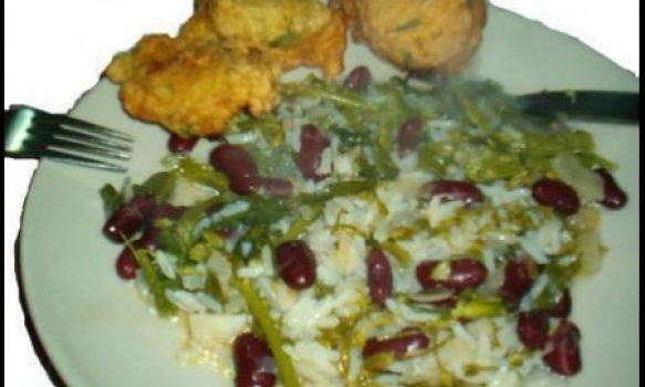 Pataniscas de bacalhau com arroz de feijão e grelos
