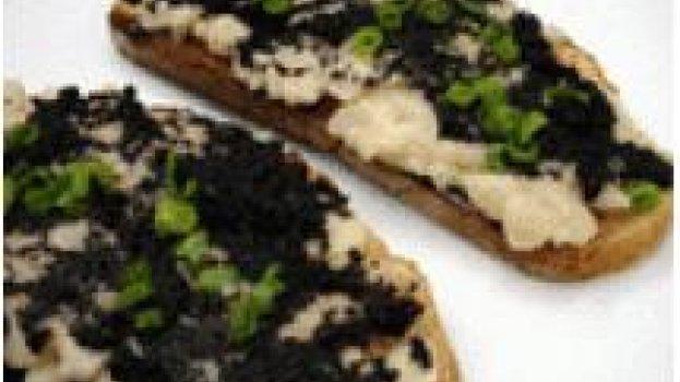Bruschetta com Feijão Branco e Caviar
