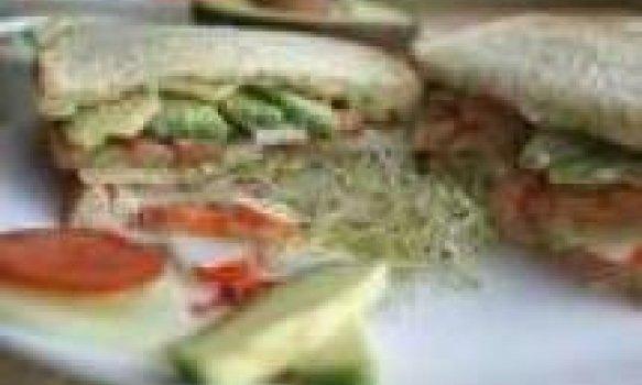 Sanduíche de Kani e Pepino