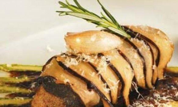 lombo de cordeiro em crosta de shitake, aspargo e azeite de trufas brancas