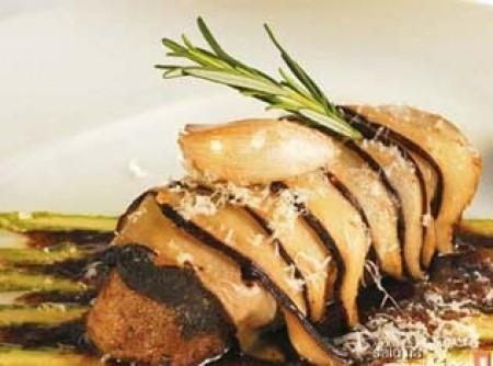 lombo de cordeiro em crosta de shitake, aspargo e azeite de trufas brancas | Aline