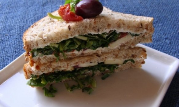 Sanduíche de Rúcula e Tomate Seco
