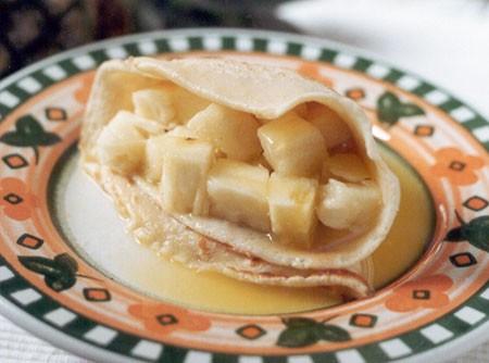 Panqueca de abacaxi flambada com cachaça