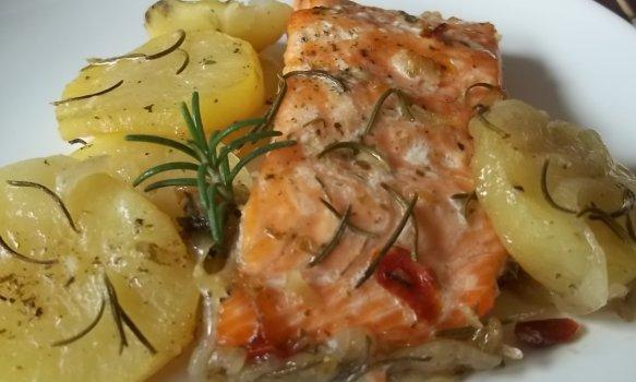 Salmão ao forno com batatas