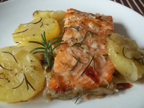 Salmão ao forno com batatas | Maria Ferreira Nascimento Vechi