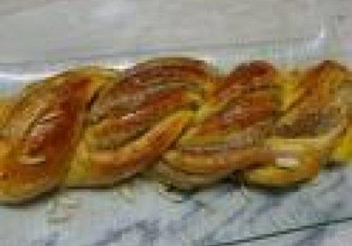 Trança recheada com berinjela, azeitonas e tomate seco