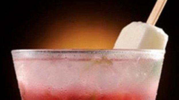 Caipirinha de Morango com Picolé de Limão