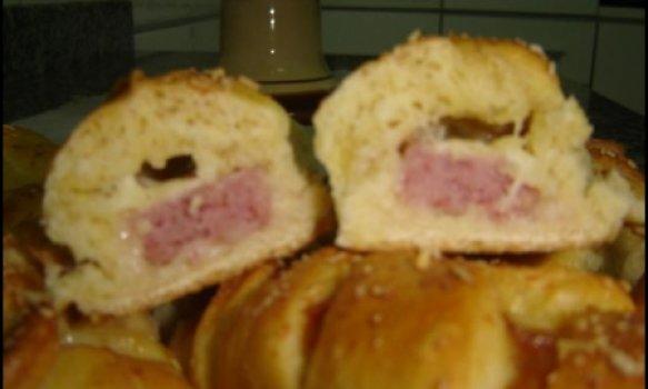 Pãozinho Helô com linguiça e queijo