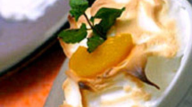 taça de pêssego e falso ovo frito