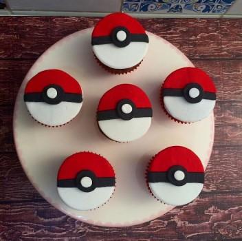 Cupcake Pokebola de Pão de Mel | CyberCook
