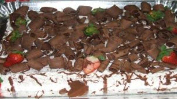Bolo de Chocolate com Recheio de Flocos