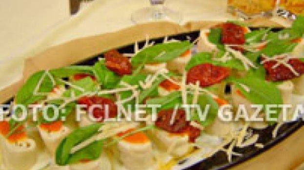 Rondele de mussarela com rúcula e tomate seco