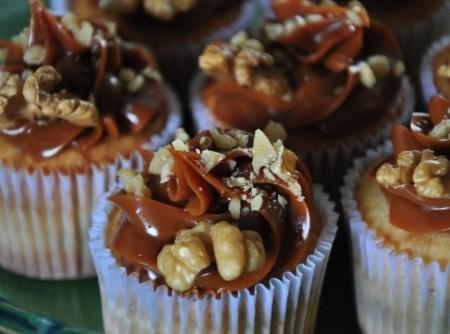 Cupcake de Nozes com Doce de Leite