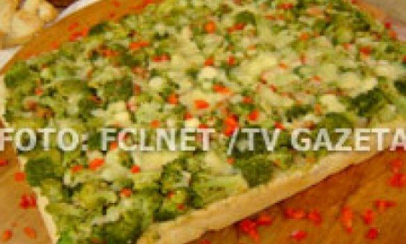 Foccacia de brócolis, bacon e queijos