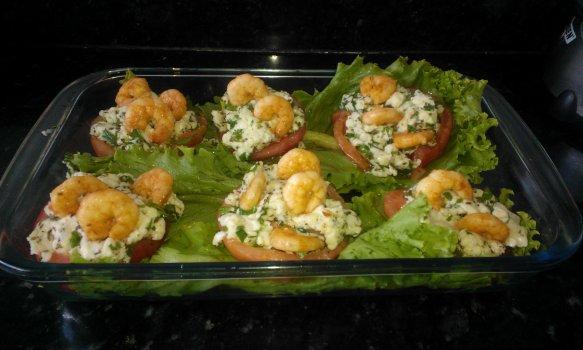 Tomates Recheados com Mussarela de Búfala e Camarões