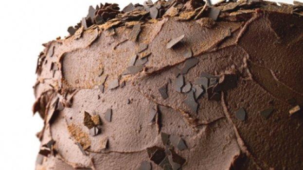 Bolo de chocolate com recheio de mousse