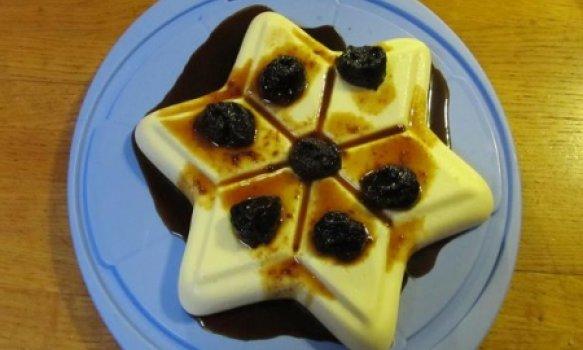 Manjar Branco com Calda de Ameixas