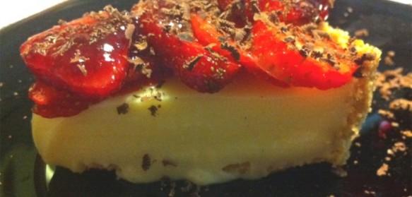 Torta de Chocolate Branco com Frutas Vermelhas