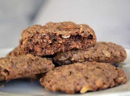 Cookies de Chocolate com Granola e Castanha