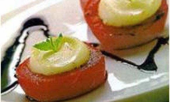 tomate e mussarela ao molho de vinagre