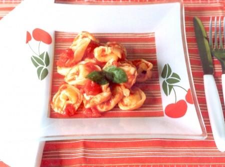 Capeleti ao Molho de Tomate e Manjericão | CyberCook