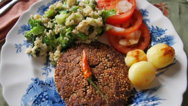 Hamburguer de feijão preto com quinoa
