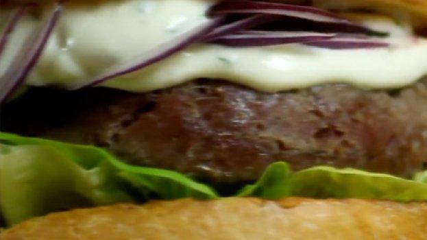 Hambúrguer Caseiro de Kibe Cru