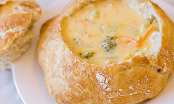 Sopa de Frango com Brócolis e Queijo