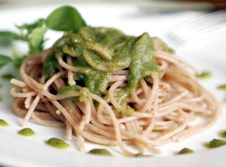 Espaguete ao Pesto de Rúcula
