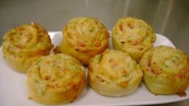 Pãozinho de queijo e presunto