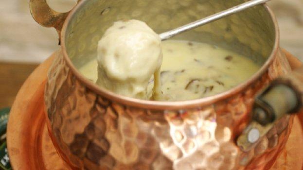 Fondue de Queijo com Shitake e Mini Batatas