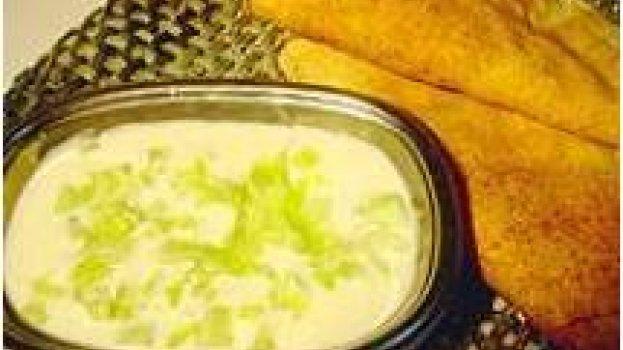 Tzatziki (iogurte com pepinos)