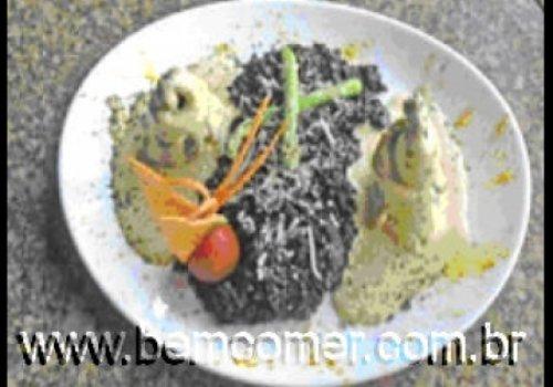 Risoto Negro ao Suavignon com Rolet's de Truta com Aspargos verdes ao Curry