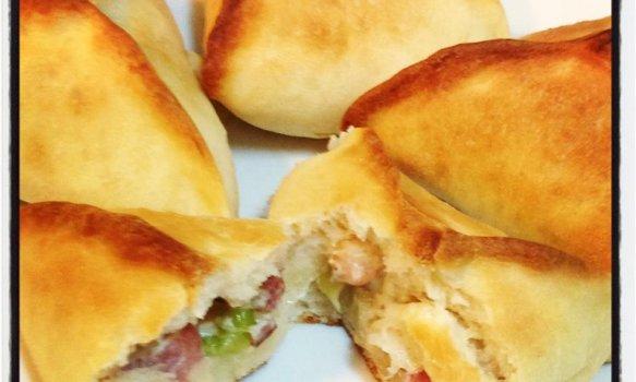 Esfihas Recheadas com Bacon, Alho Poró e Cream Cheese