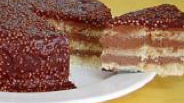 Bolo Crocante com Recheio Cremoso de Chocolate