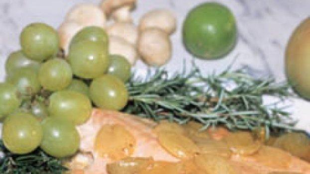 Filé de Salmão com Molho de Uva Itália